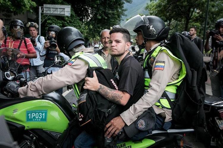 Maduro cambia cúpula de la FANB y ratifica a ministro de Defensa