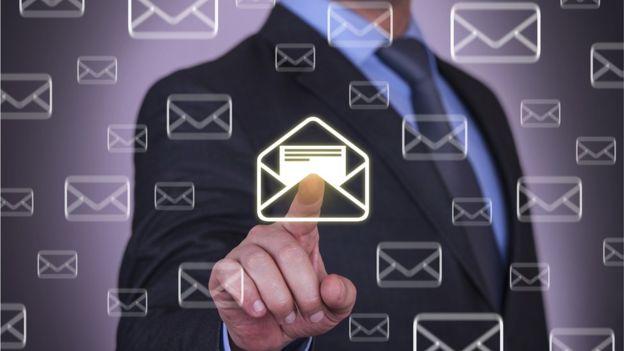 El correo electrónico se ha convertido en una herramienta de trabajo indispensable. (Thinkstock)