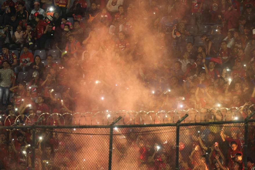 Municipal reunió a más de cinco mil aficionados en el clásico 295 disputado el miércoles frente a los cremas. (Foto Prensa Libre: Jesús Cuque)