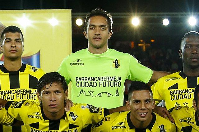 El portero guatemalteco, Ricardo Jérez contribuye a que su equipo siga lider en el futbol colombiano. (Foto Prensa Libre: Hemeroteca PL)