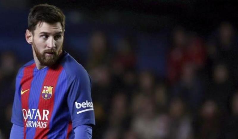 Fiscalía acepta sustituir condena de cárcel a Messi por una multa