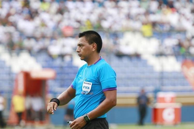 El árbitro Walter López representará a Guatemala en el futbol de los Juegos Olímpicos de Río de Janeiro. (Foto Prensa Libre: Hemeroteca)