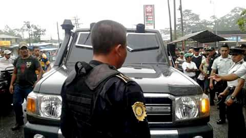 Agentes de la PNC detuvieron a Carlos René Pineda Sosa por haber arrollado a manifestantes de Codeca. (Foto Prensa Libre: Dony Stewart)