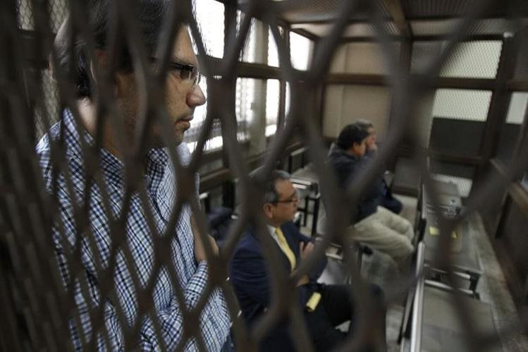 Cinco exdiputados sindicados de corrupción regresar a su casa por orden de jueza. (Foto Prensa Libre: Hemeroteca PL)