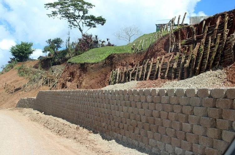 La ruta que conduce de San Pedro Carchá hacia la Franja Transversal del Norte se muestra abandonada en varios tramos. (Foto Prensa Libre: Eduardo Sam)