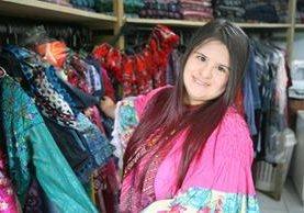 La joven guatemalteca Isabella Springmuhl es la primera diseñadora con síndrome de Down en el mundo. (Foto Prensa Libre, Brenda Martínez)