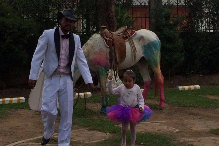 Hansy Rulamán cumplió el sueño de su hija. (Foto Prensa Libre: Stereo100noticias).