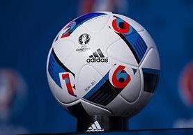 Este es el balón oficial con el que se disputará la Eurocopa de Francia en el mes de junio. (Foto Prensa Libre: Hemeroteca)