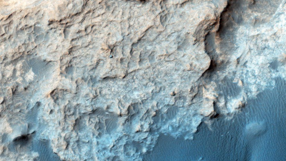 Periodicamente, la NASA tomafotos de las dos sondas que trabajan en el terreno marciano, Opportinuty y Curiosity. ¿Puedes encontrar a Curiosity? NASA