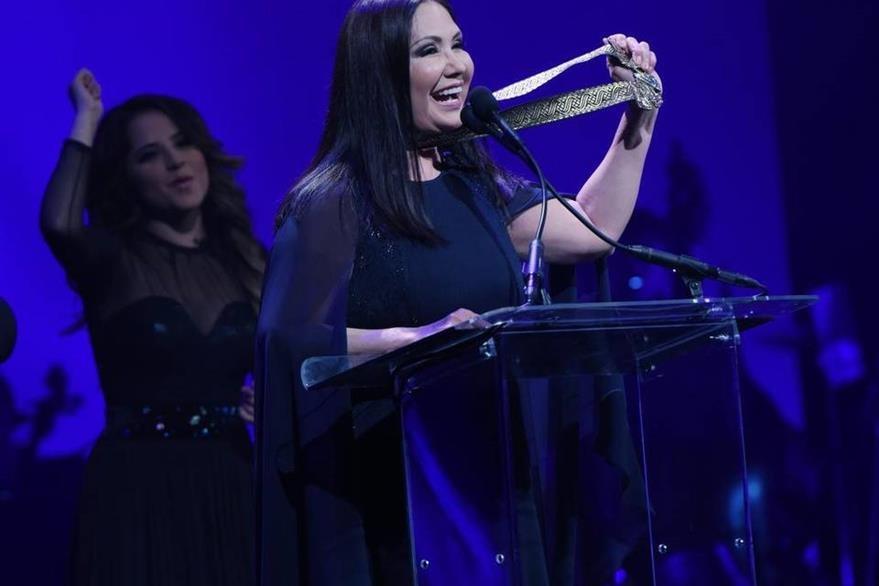 La cantante Ana Gabriel recibió el Premio Leyenda. (Foto Prensa Libre: EFE)