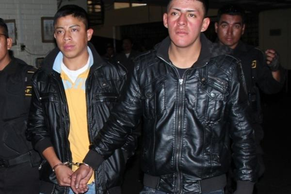 """<p>Dos sujetos en motocicleta que asaltaban en la calzada Roosevelt fueron capturados por agentes de la Patrulla Motorizada de la PNC. (Foto Prensa Libre: PNC)<br _mce_bogus=""""1""""></p>"""