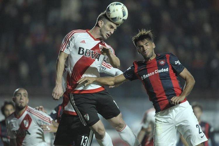 San Lorenzo venció 2-1 a River Plate, en partido disputado este sábado en el estadio Nuevo Gasómetro. (Foto Prensa Libre: AFP).