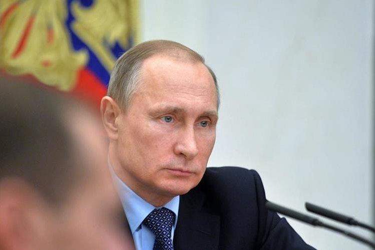 Vladimir Putin, presidente ruso, durante una reunión con su gabinete este miércoles. (Foto Prensa Libre: EFE).