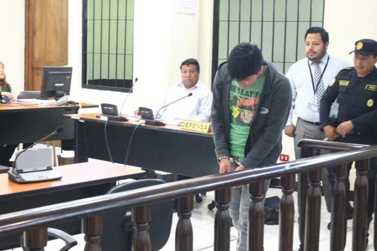 Uno de los condenados en el Tribunal Segundo de Sentencia Pena, de Quetzaltenango. (Foto Prensa Libre: María Longo)