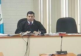 El juez Carlos Guerra se excusó de seguir a cargo del caso Hogar Seguro, en el que murieron más de 40 niñas en marzo último. (Foto Prensa Libre: Jerson Ramos)