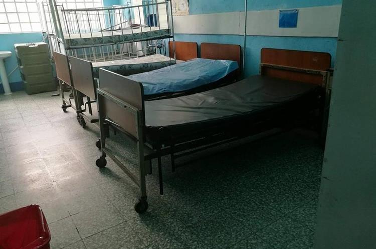 Esta es la sala en la que estuvo internada durante 25 días Flora Martín Miguel, de 9 años. La madre de la niña la acompañó las tres semanas. (Foto Prensa Libre: Cortesía)