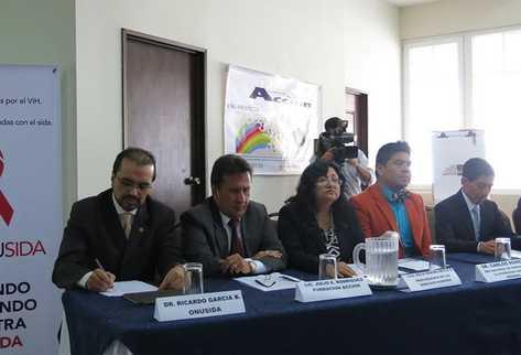 Profesionales apoyarán gratuitamente a personas con VHI en casos que tengan que ver con discriminación. (Foto Prensa Libre: ONUSIDA)