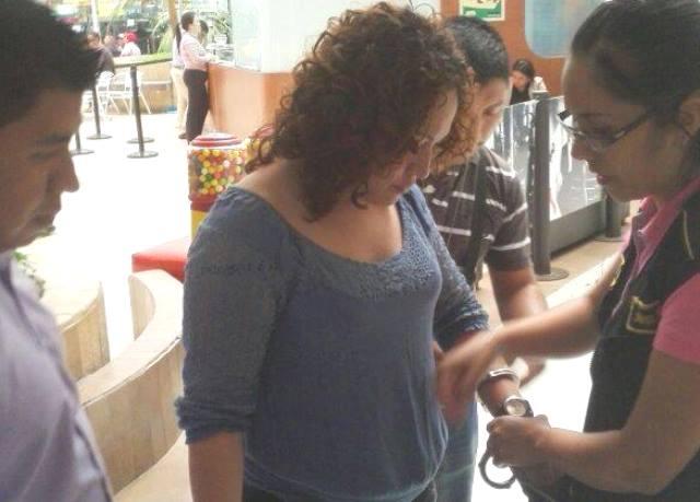 González Castillo es detenida en las oficinas de la SAT ubicadas en la zona 10. (Foto Prensa Libre: SAT)