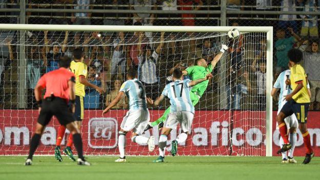 El golazo de Messi fue inatrapable para Ospina. (Foto Prensa Libre: AFP)