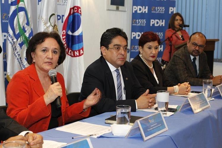Annabella Morfin habla durante una conferencia conjunta con el PDH, Jordán Rodas; la fiscal general Thelma Aldana, y Manfredo Marroquín de Acción Ciudadana. (Foto Prensa Libre: Paulo Raquec)