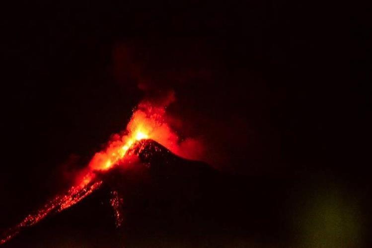 El volcán de Fuego inicia su sexta erupción del año