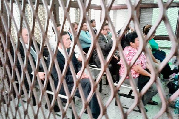 Por el supuesto fraude en la adjudicación de un contrato de diálisis en el Seguro Social, 17 personas guardan prisión preventiva. (Foto Prensa Libre: Hemeroteca PL)