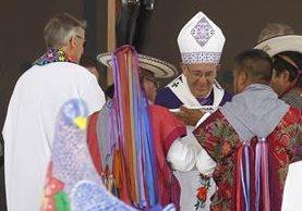 Indígenas comparten la Santa Misa con el papa Francisco en Chiapas. (Foto Prensa Libre: EFE).