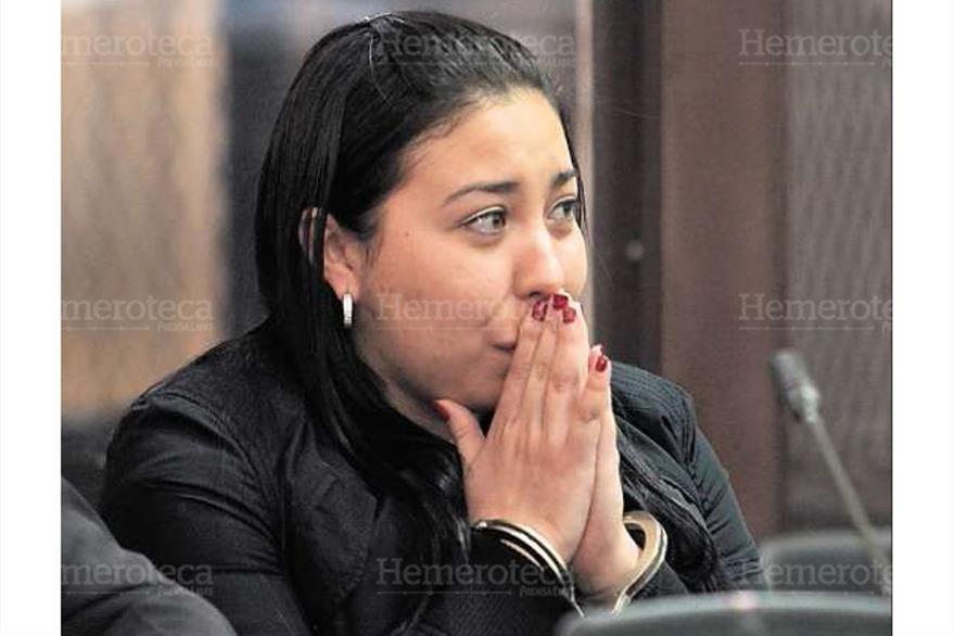 Christa Eugenia Castañeda Torres  llora al recuper su libertad el 17/3/2012, luego de ser acusada de lavado de dinero. (Foto: Hemeroteca PL)