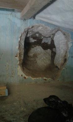 Pared dañada por reclusos del Preventivo Para Varones de Occidente en la cabecera de Quetzaltenango. (Foto Prensa Libre: @stereo100xela)