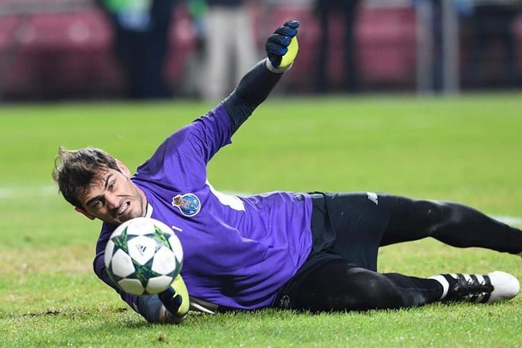 Iker demuestra su felicidad en el Porto manteniendo los goles lejos de su portería. (Foto Prensa Libre: AFP)