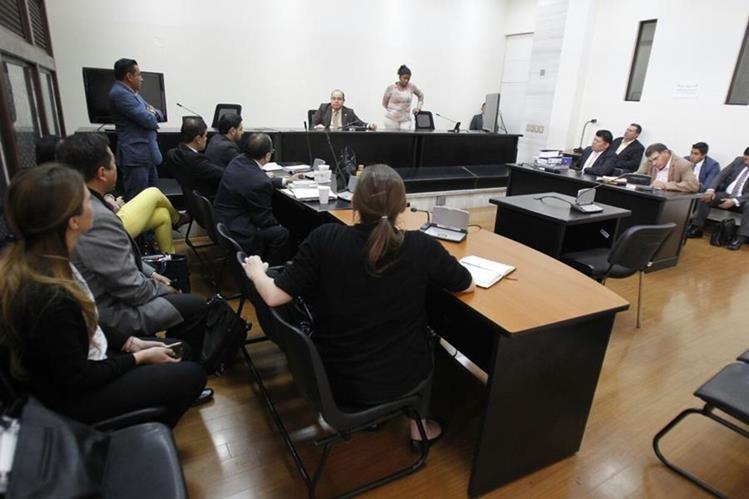 El juez decidió suspender la audiencia de primera declaración del caso El Bodegón por la incomparecencia de todos los implicados. (Foto Prensa Libre: Paulo Raquec)