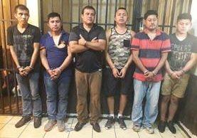 Los seis capturados fueron trasladados al Juzgado de turno de Escuintla. (Foto Prensa Libre: Carlos Paredes)