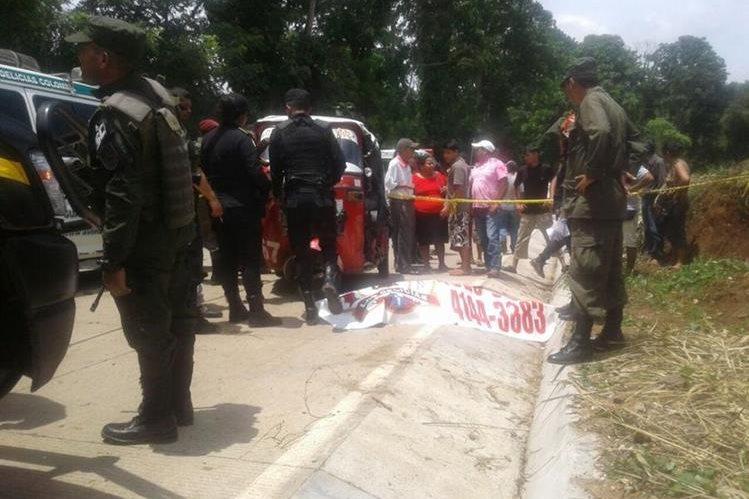 El piloto del mototaxi perdió la vida al momento del choque. (Foto: Bomberos Municipales Departamentales)