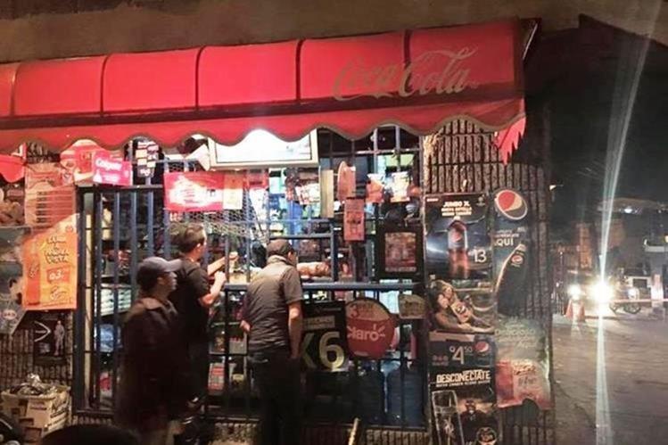 Varias abarrotería han sido sancionadas por vender bebidas alcohólicas de manera ilegal. (Foto Prensa Libre: Hemeroteca PL)