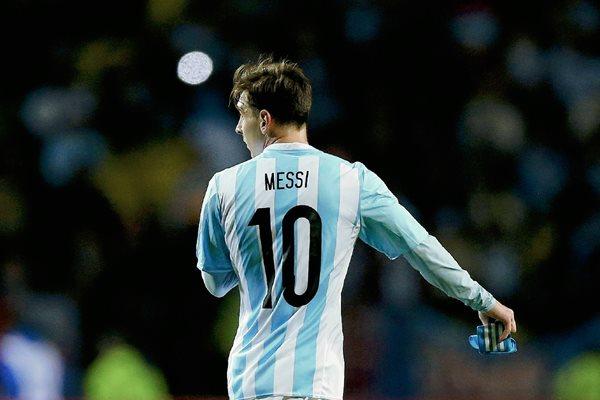 El delantero argentino Lionel Messi durante el partido Argentina-Jamaica, del Grupo B de la Copa América de Chile 2015. (Foto Prensa Libre: EFE)