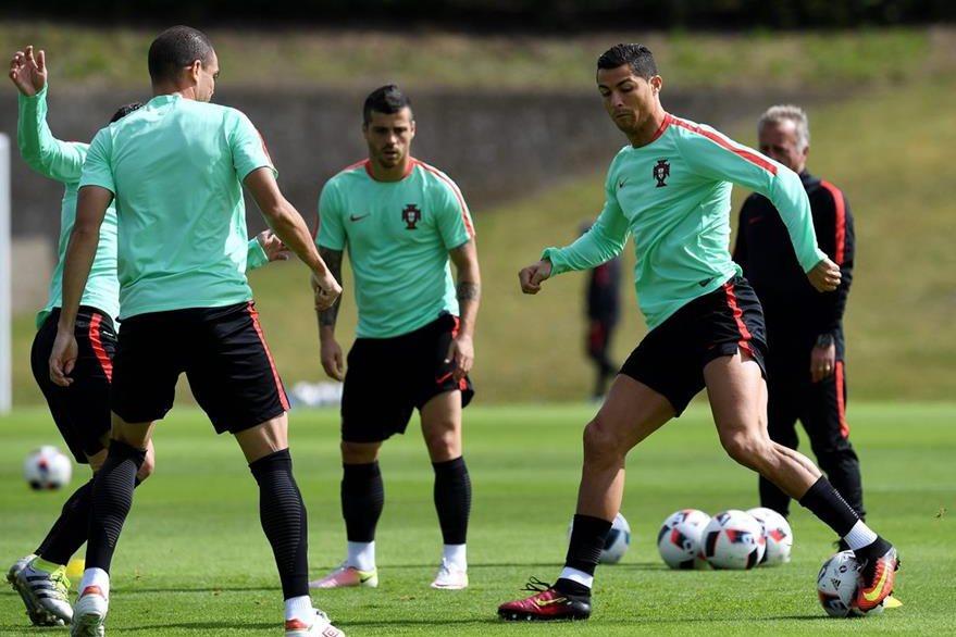Cristiano Ronaldo salvó a Portugal de la eliminación en octavos de final. (Foto Prensa Libre: AFP)