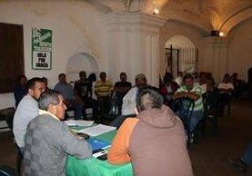 Los sindicalistas del CNPAG exigen a los diputados aprobar la iniciativa de ley 52-63 para evitar el colapso de la institución. (Foto Prensa Libre: Julio Sicán)