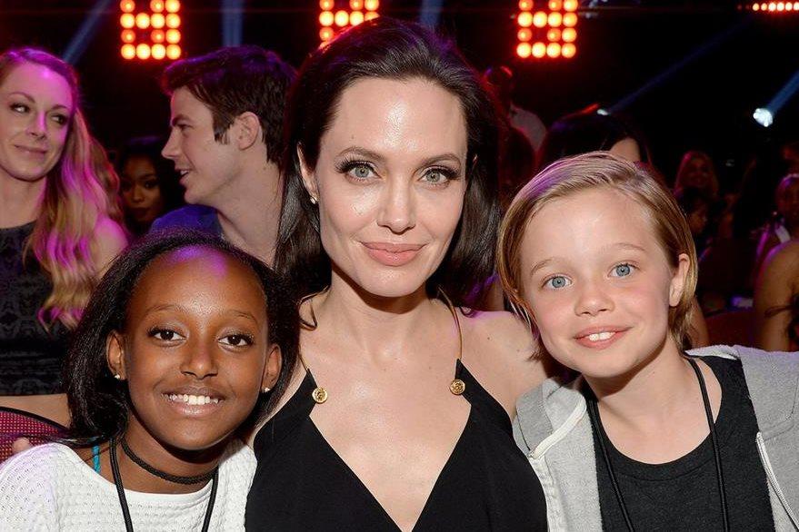 Angelina Jolie junto a sus hijas Zahara y Shiloh. (Foto Prensa Libre: Hemeroteca PL)
