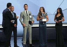 Cristiano gozó y compartió su galardón del mejor de Europa.