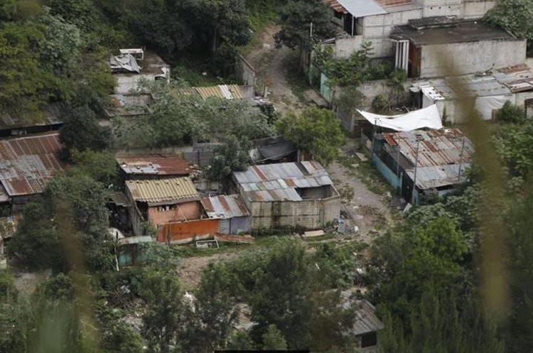 Solo las casas abandonadas quedaron en los alrededores de El Cambray 2. (Foto Prensa Libre: Hemeroteca PL)