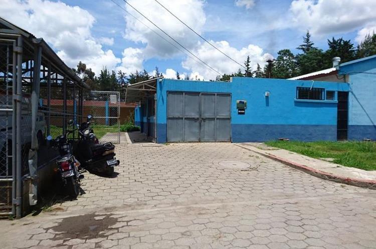 Vista de la morgue de donde sacaron a la bebé. (Foto Prensa Libre: Héctor Cordero)