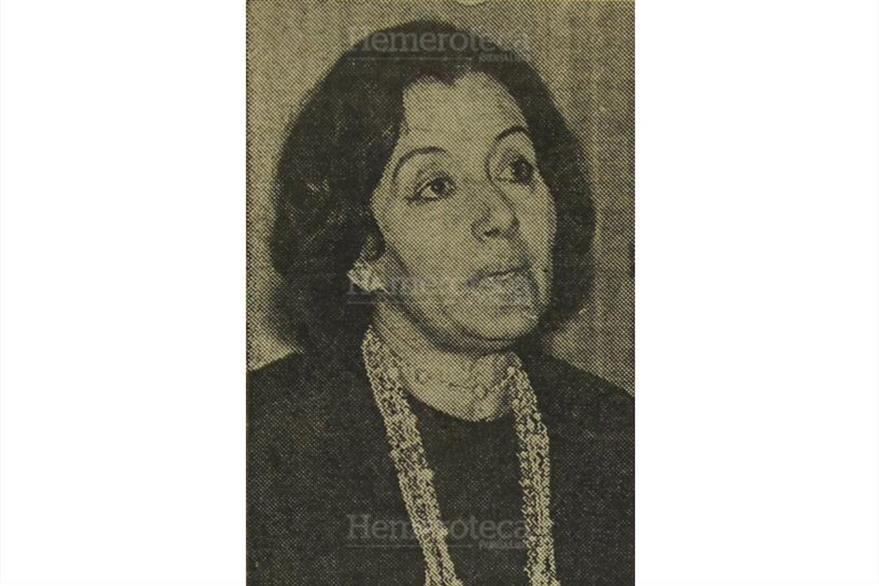 La escritora  Alaíde Foppa dicta una conferencia literaria en la Embajada de Argentina, el 6/8/1971. (Foto: Hemeroteca PL)