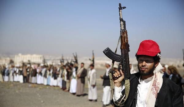 "<span class=""hps"">Integrantes de las tribus</span> <span class=""hps"">chiíes</span><span>, participan en </span><span class=""hps"">una reunión</span> <span class=""hps"">en Saná</span><span>, Yemen.</span>"