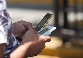 La nomofobia surge del temor de no tener el teléfono móvil a la mano. (Foto Prensa Libre: Hemeroteca PL)