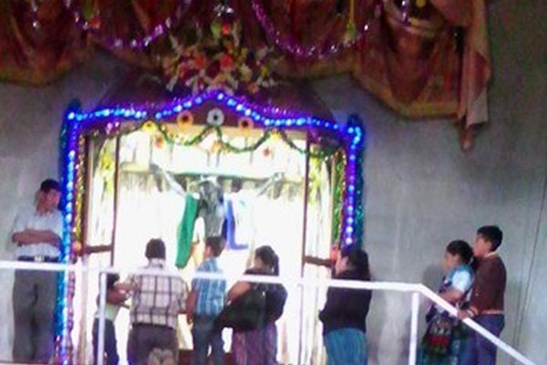 <p>En Santa María Chiquimula, Totonicapán, también celebran al Cristo Negro. (Foto Prensa Libre: Héctor Sapón)</p>