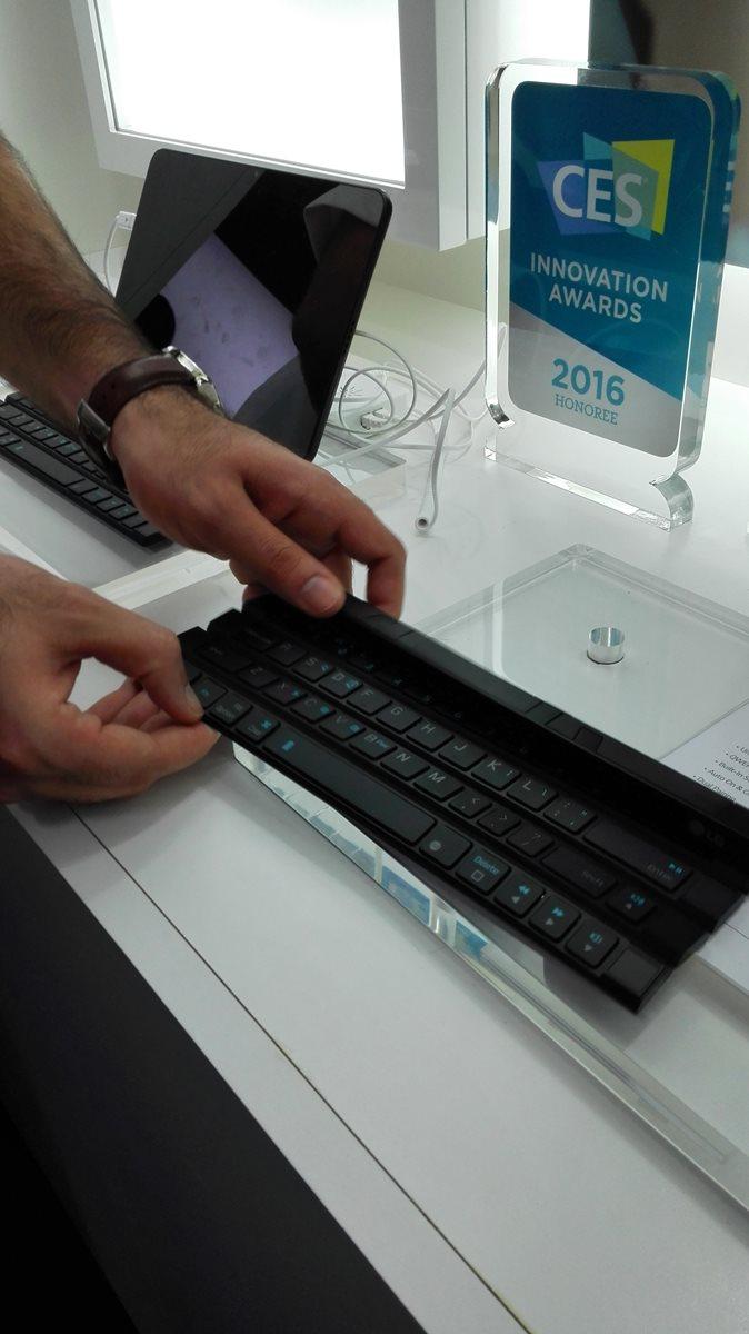 Este teclado es ideal para quienes buscan ahorrar espacio. (Foto Prensa Libre: Ana Lucía Ola)