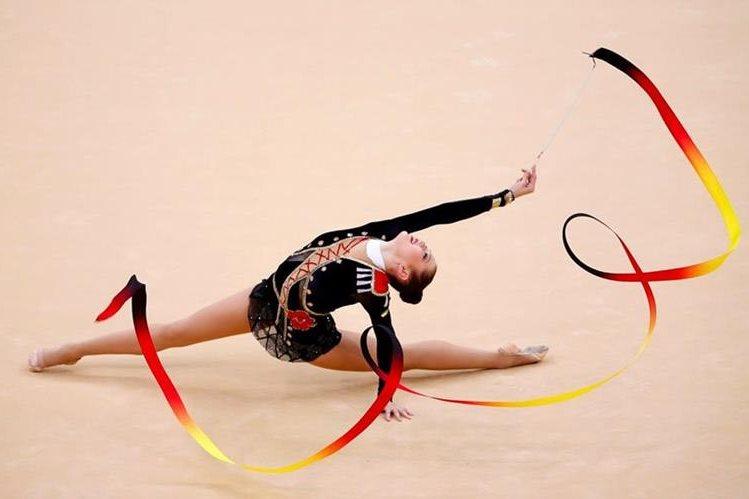 La fantasiosa y elegante gimnasia r tmica for Deportes de gimnasia