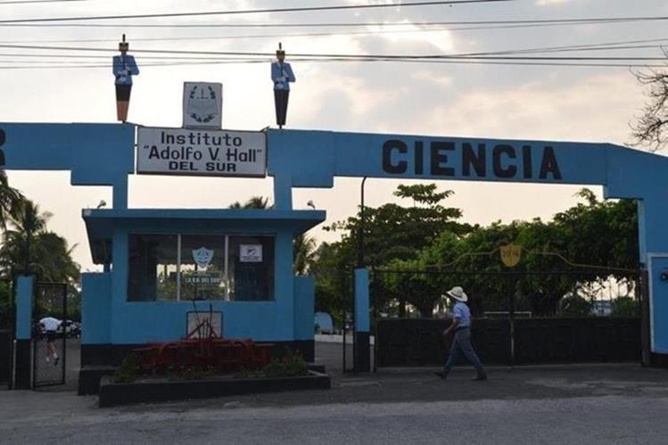Instituto Adolfo V. Hall del Sur, de Retalhuleu, donde ocurrió el abuso sexual. (Foto Prensa Libre: Hemeroteca PL)