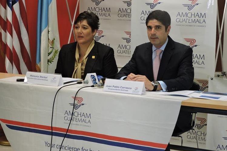 Waleska Sterkel y Juan Pablo Carrasco, directora ejecutiva y vicepresidente, respectivamente, durante conferencia de prensa. (Foto Prensa Libre: Cortesía Amcham)