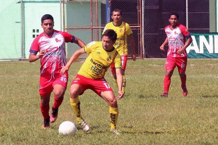 En el estadio municipal de El Tumbador, Marquense y Malacateco nivelaron sin goles en una partido de preparación (Foto Prensa Libre: Alexánder Coyoy)